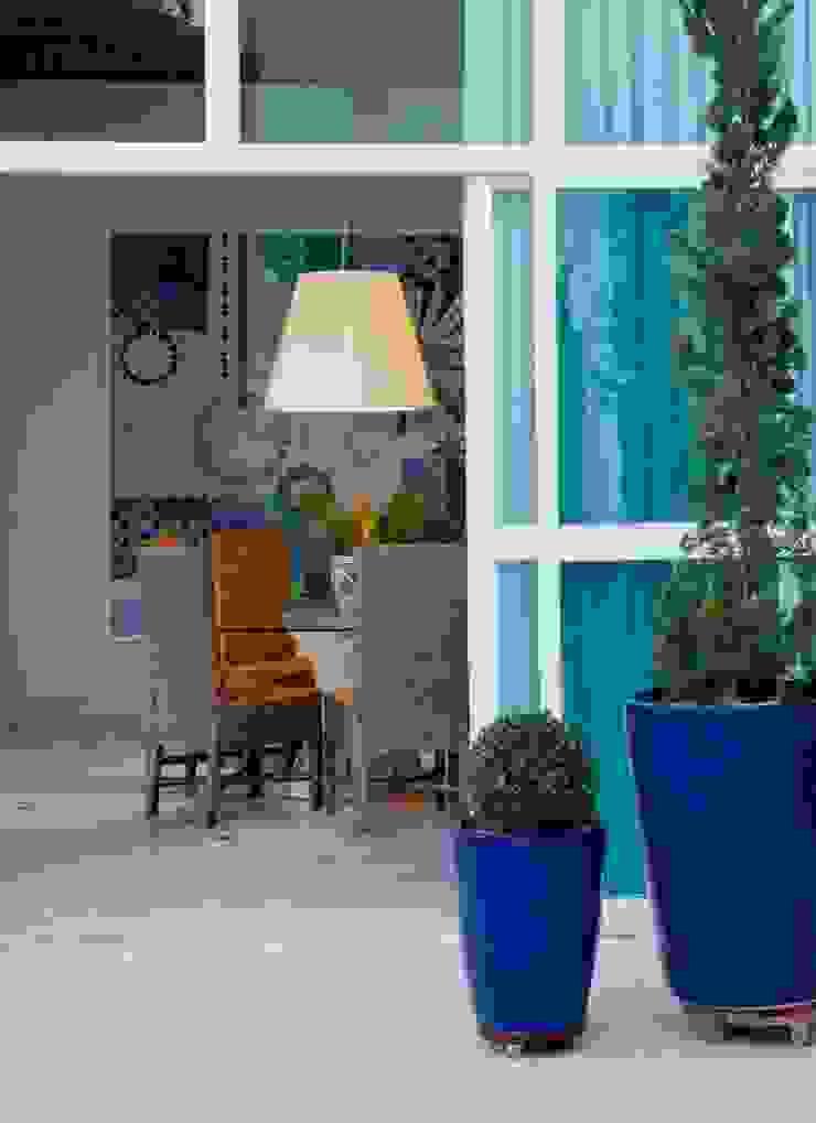 Casa Escarpas de Lago Salas de estar mediterrâneas por Lais Albergaria Designer Associados Mediterrâneo