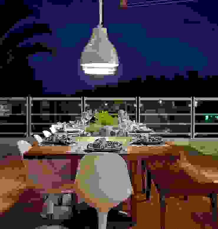Casa Escarpas de Lago Varandas, alpendres e terraços mediterrâneo por Lais Albergaria Designer Associados Mediterrâneo