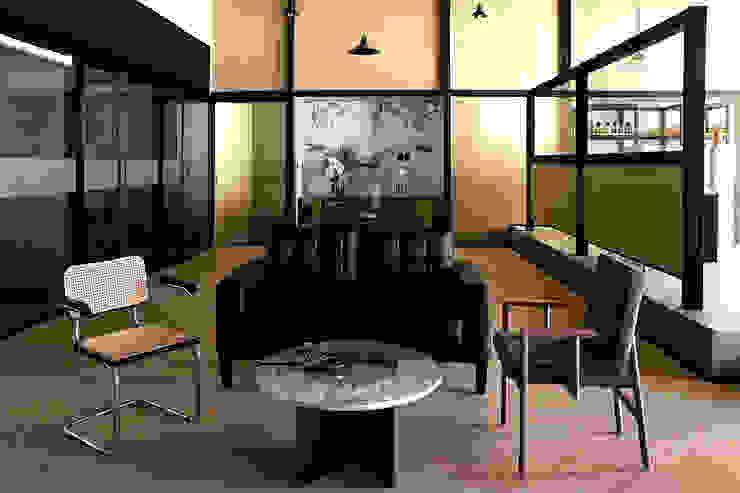 Zona de papelería y trabajos en equipo de Studio Marco Villa Mateos Moderno