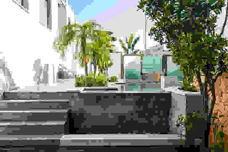 Diseño de jardín y estanque en vivienda de lujo. Jardines de estilo clásico de David Jiménez. Arquitectura y paisaje Clásico