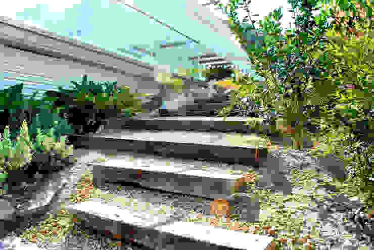 Jardín de matices en villa alicantina Jardines de estilo clásico de David Jiménez. Arquitectura y paisaje Clásico