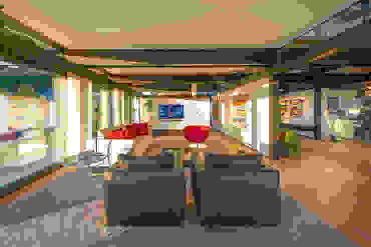 Moderne woonkamers van HUF HAUS GmbH u. Co. KG Modern