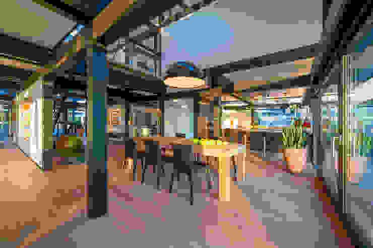 Salle à manger moderne par HUF HAUS GmbH u. Co. KG Moderne
