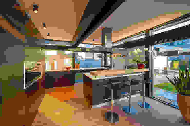 Кухни в . Автор – HUF HAUS GmbH u. Co. KG, Модерн