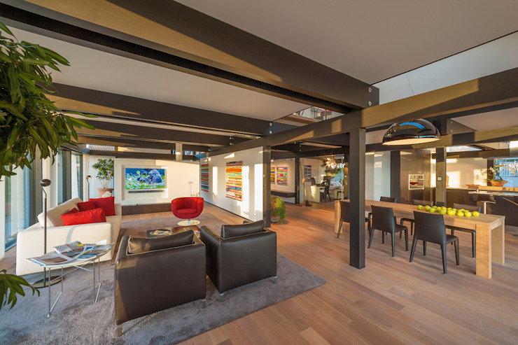 Salas de estilo moderno de HUF HAUS GmbH u. Co. KG Moderno