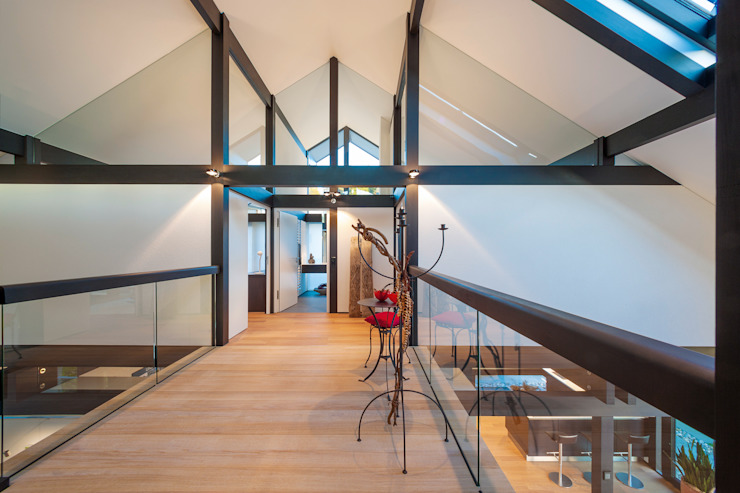 Modern Corridor, Hallway and Staircase by HUF HAUS GmbH u. Co. KG Modern