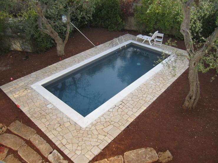 Piscinas de estilo mediterráneo de Ristruttura Felice Mediterráneo