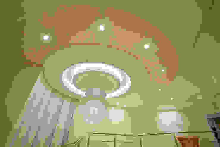 Vestíbulos, pasillos y escaleras de estilo  por Arquiteto Aquiles Nícolas Kílaris