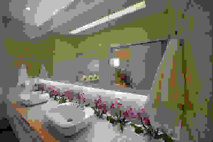 Casa Mercury Banheiros modernos por Arquiteto Aquiles Nícolas Kílaris Moderno