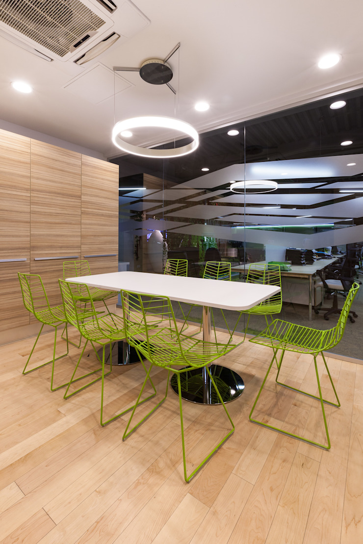 Edificios de oficinas de estilo moderno de Михаил Новинский (MNdesign) Moderno
