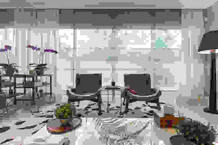 Poltronas Casa São Paulo por Vaiano e Rossetto Arquitetura e Interiores Moderno