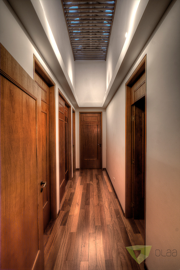 Country style corridor, hallway& stairs by Olaa Arquitetos Country