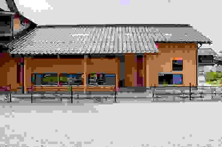 正面からの眺め 日本家屋・アジアの家 の katachitochikara 和風