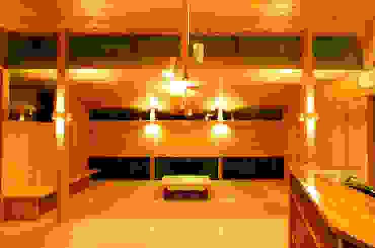 リビングルーム 和風デザインの リビング の katachitochikara 和風