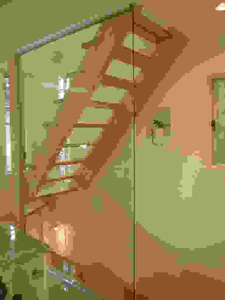伏見の家 モダンスタイルの 玄関&廊下&階段 の 西川真悟建築設計 モダン