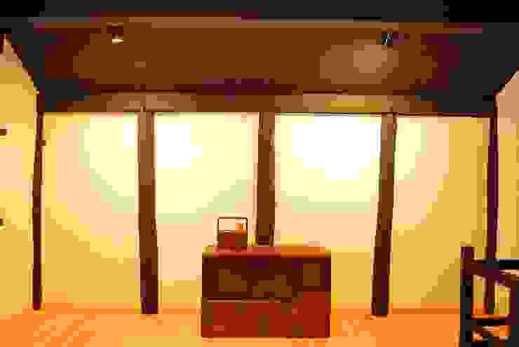 長等の蔵Renovation モダンスタイルの寝室 の 西川真悟建築設計 モダン