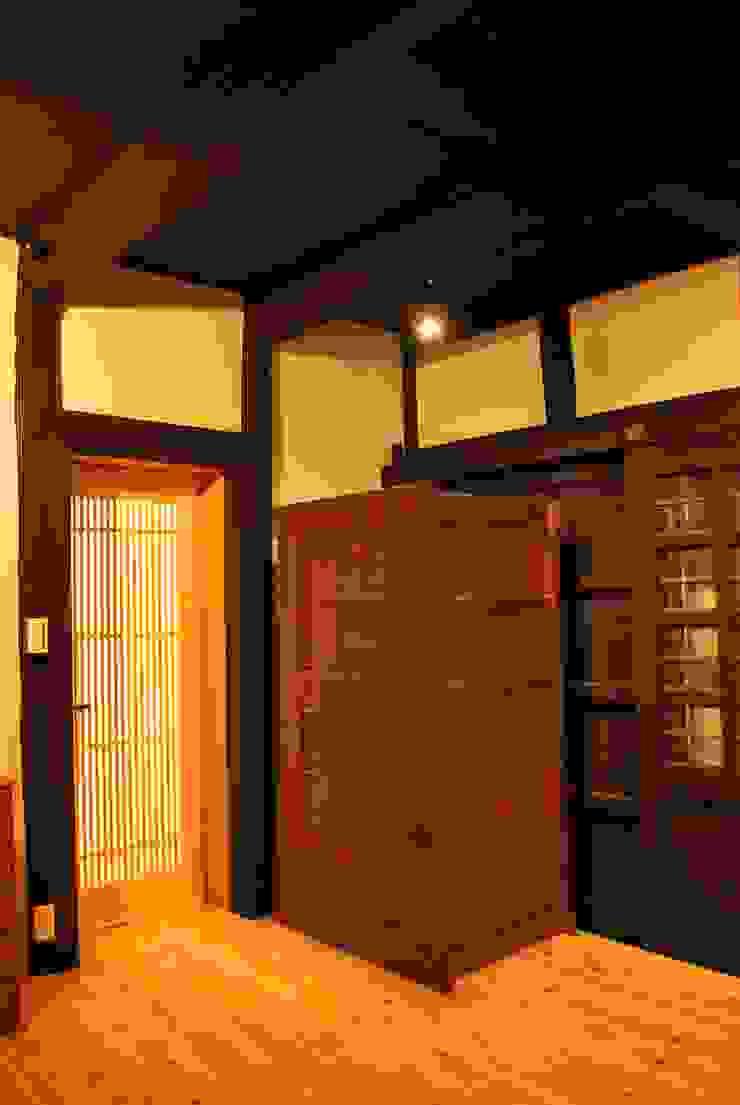 長等の蔵Renovation モダンデザインの 多目的室 の 西川真悟建築設計 モダン