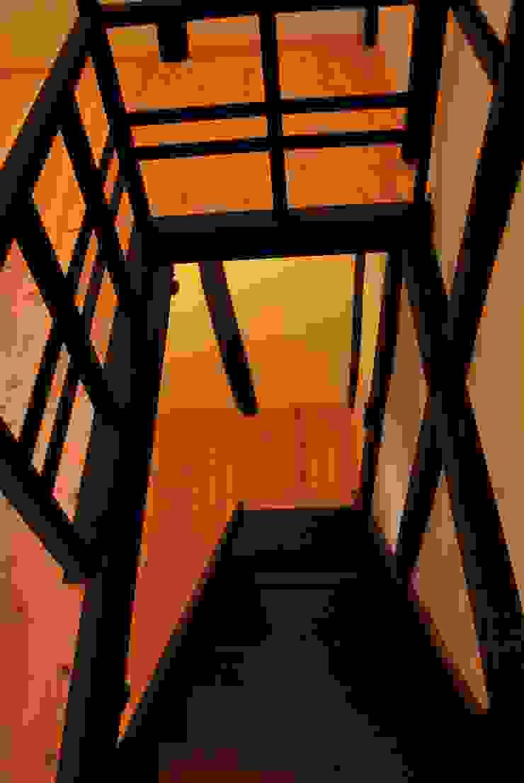 長等の蔵Renovation モダンスタイルの 玄関&廊下&階段 の 西川真悟建築設計 モダン