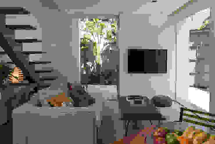 Residencia da Esquina Salas de estar tropicais por SALA2 arquitetura e design Tropical