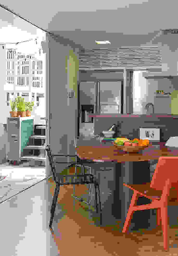SALA2 arquitetura e design Tropical style dining room