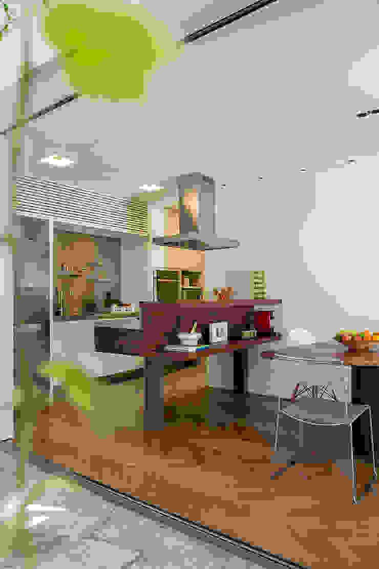 SALA2 arquitetura e design Tropical style kitchen