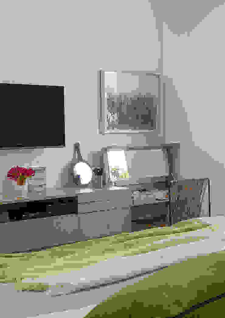 SALA2 arquitetura e design Tropical style bedroom