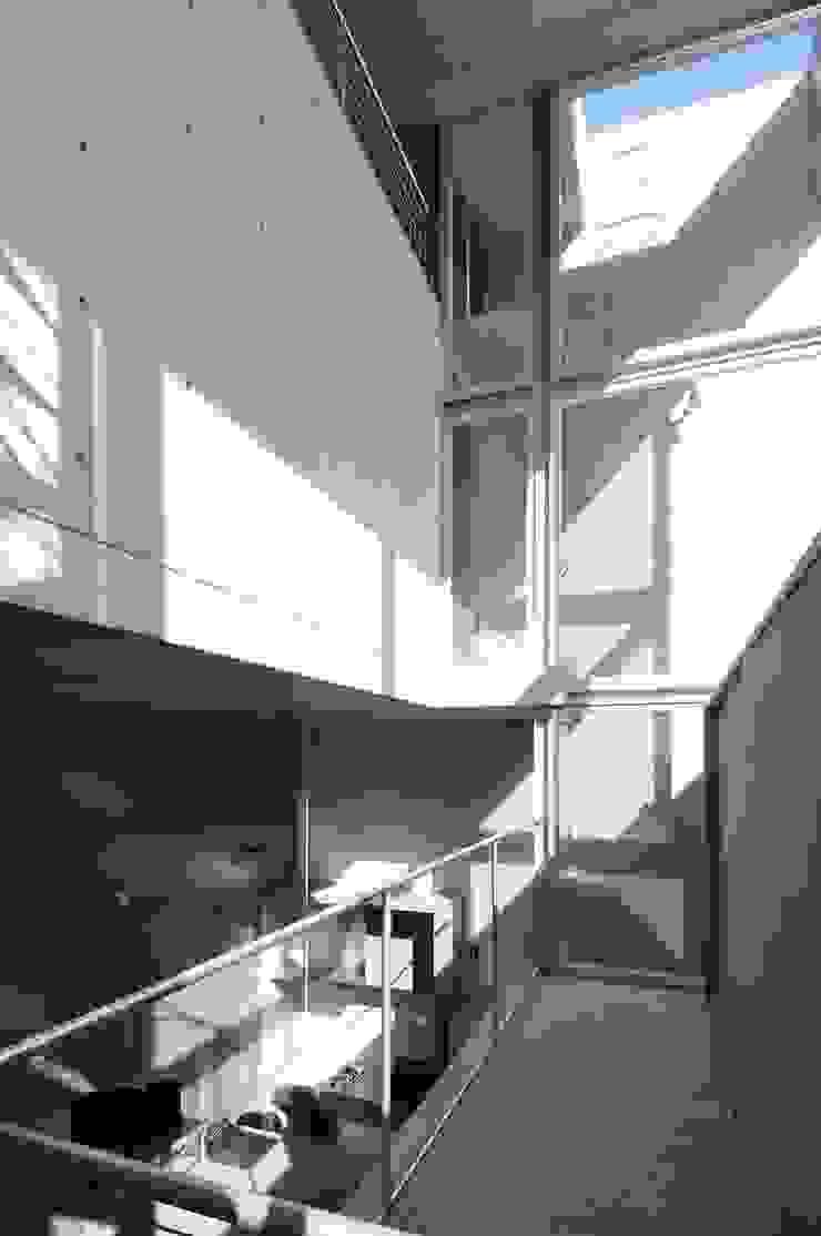 light-phase モダンデザインの 多目的室 の 岡村泰之建築設計事務所 モダン