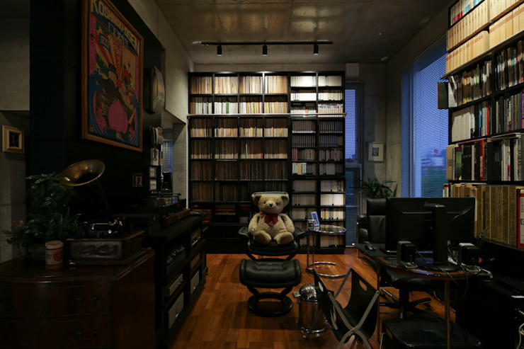 box house モダンデザインの 多目的室 の 髙岡建築研究室 モダン