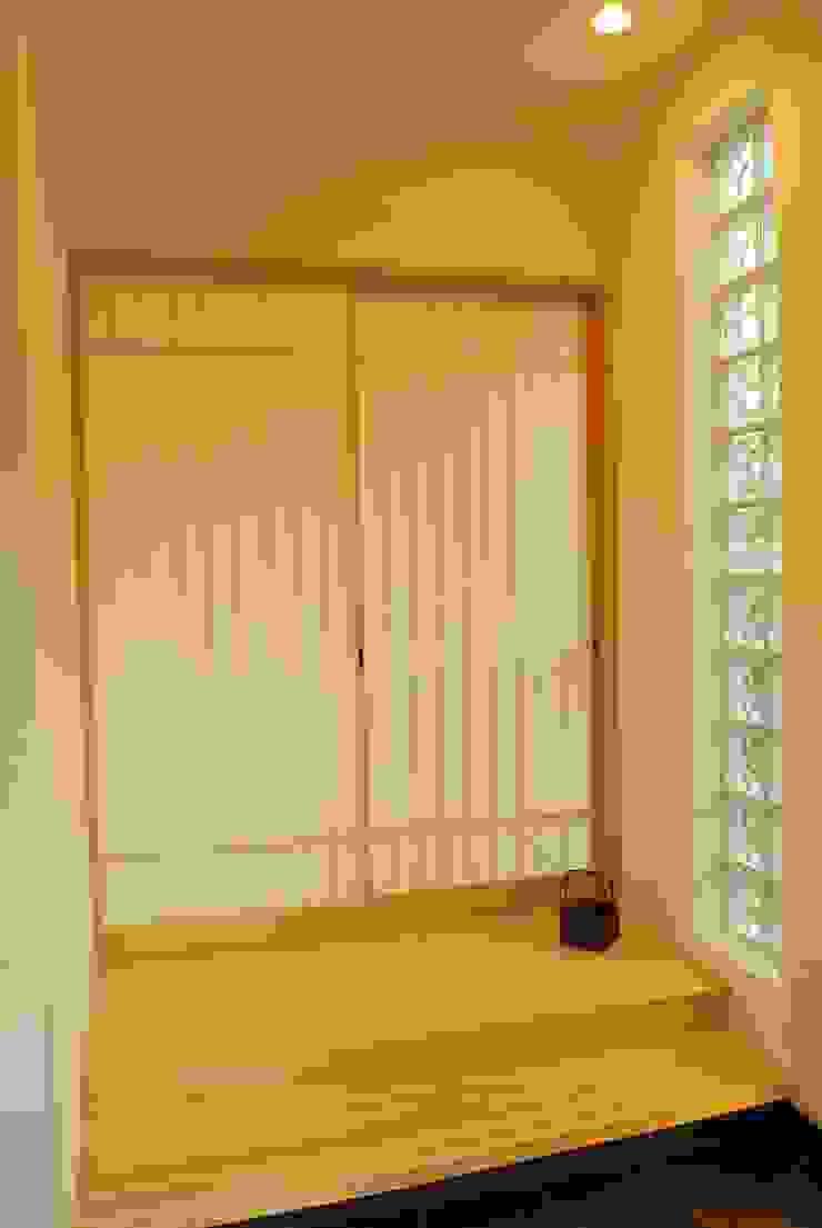 西川真悟建築設計 Puertas y ventanas modernas