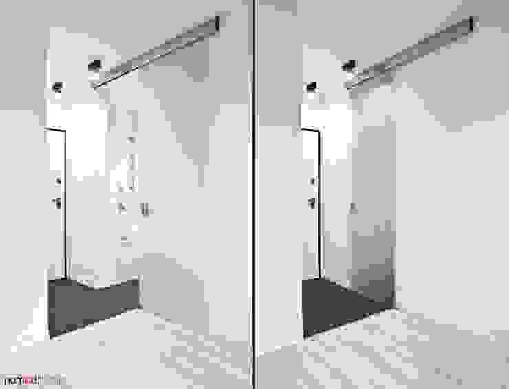 czarno - biała kawalerka Minimalistyczny korytarz, przedpokój i schody od nomad studio Minimalistyczny