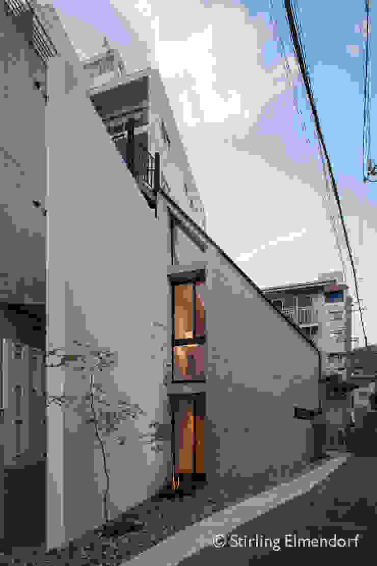 夕景 ミニマルな 家 の fujihara architects ミニマル