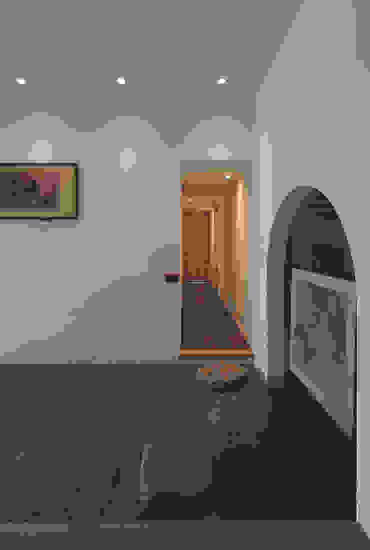 Garden and living Couloir, entrée, escaliers rustiques par 有限会社 TEPEE HEART Rustique