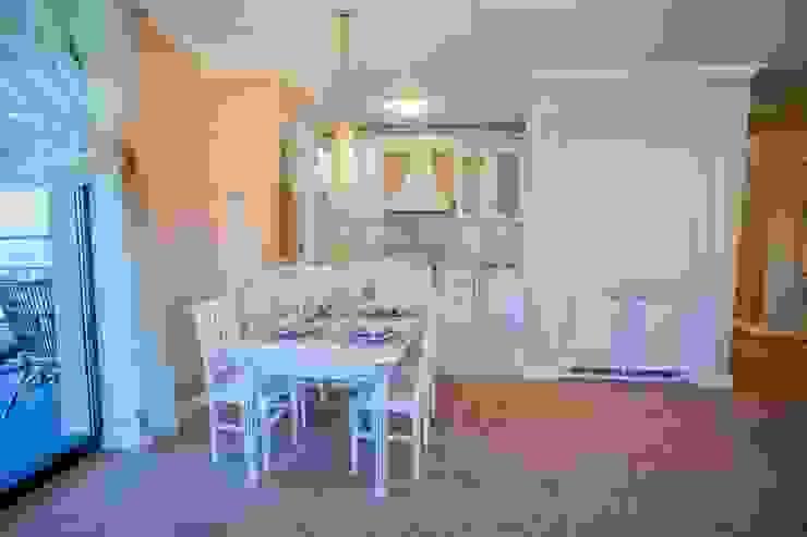 Демо-квартира Кухня в классическом стиле от Center of interior design Классический