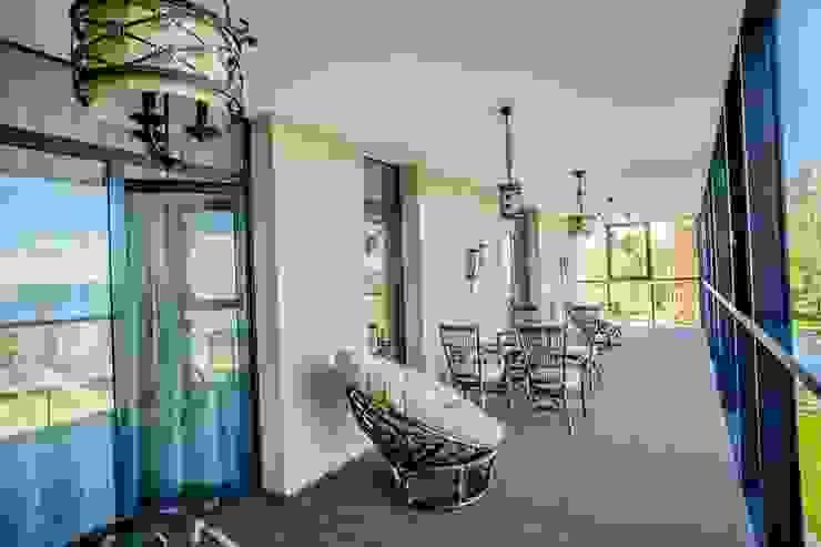 Демо-квартира Балкон и терраса в классическом стиле от Center of interior design Классический