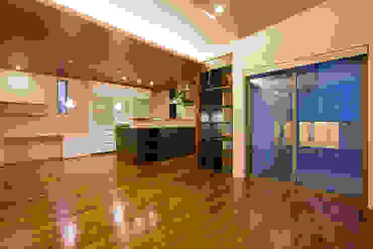 家族の気配が感じられる家 オリジナルデザインの ダイニング の エヌスペースデザイン室 オリジナル