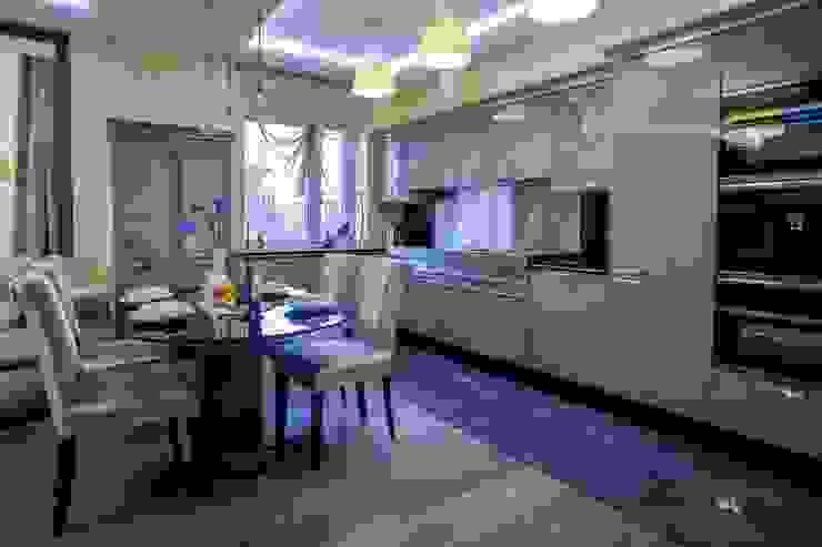 квартира в центре города Кухни в эклектичном стиле от Center of interior design Эклектичный