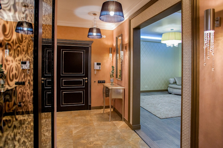 квартира в центре города Коридор, прихожая и лестница в эклектичном стиле от Center of interior design Эклектичный
