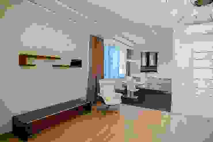 Демонстрационная квартира жилого комплекса AQUAMARINE Кухня в стиле минимализм от Center of interior design Минимализм