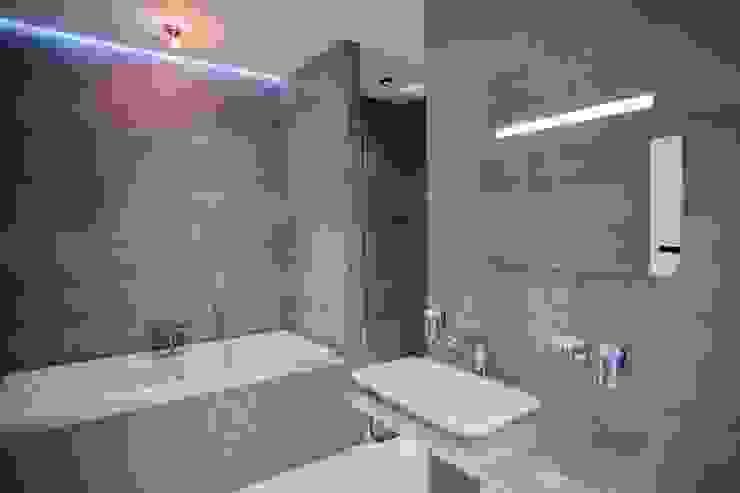 Демонстрационная квартира жилого комплекса AQUAMARINE Ванная комната в стиле минимализм от Center of interior design Минимализм