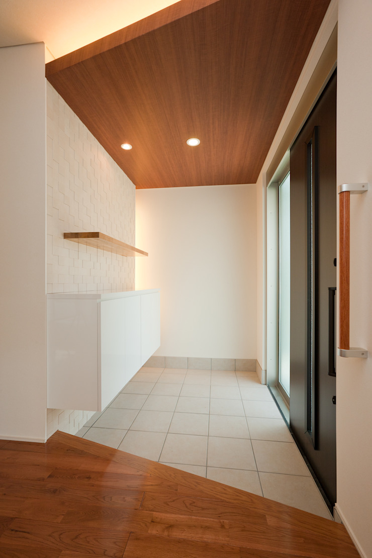 家族の気配が感じられる家 オリジナルスタイルの 玄関&廊下&階段 の エヌスペースデザイン室 オリジナル