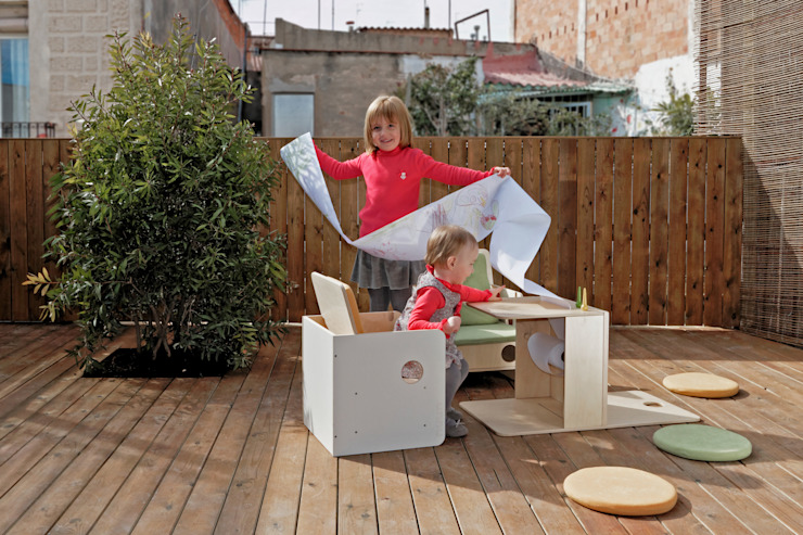 nuun kids design Nursery/kid's roomDesks & chairs