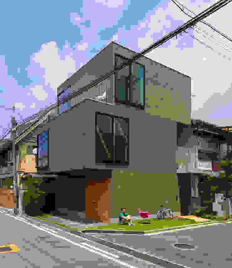 Casas minimalistas de タカヤマ建築事務所 Minimalista