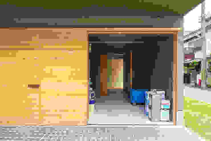 Y-House ミニマルデザインの ガレージ・物置 の タカヤマ建築事務所 ミニマル