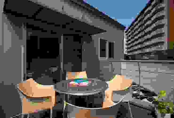 3階バルコニー 一級建築士事務所エイチ・アーキテクツ モダンデザインの テラス