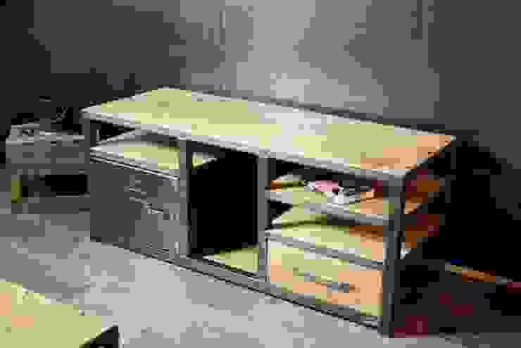 Meuble tv de style industriel bois métal par MICHELI Design Industriel