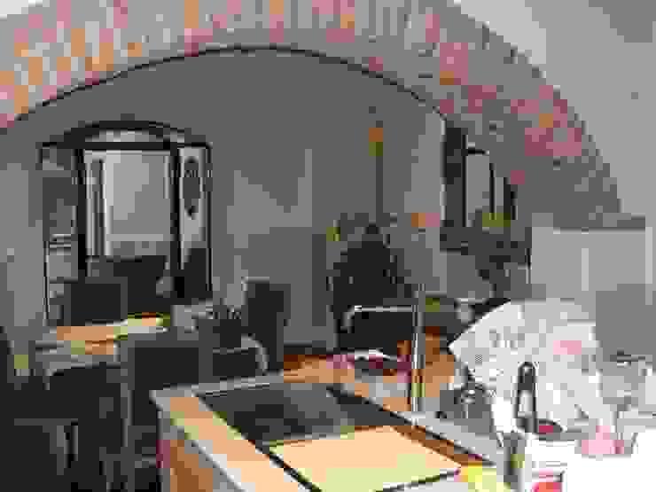 scorcio cucina-pranzo Sala da pranzo in stile classico di STUDIO DI ARCHITETTURA CLEMENTI Classico