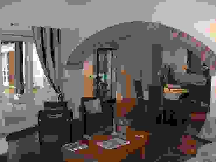 scorcio salotto-pranzo Sala da pranzo in stile classico di STUDIO DI ARCHITETTURA CLEMENTI Classico