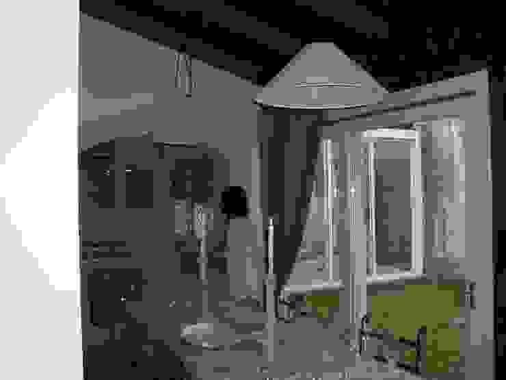 scorcio veranda-cucina Sala da pranzo in stile classico di STUDIO DI ARCHITETTURA CLEMENTI Classico