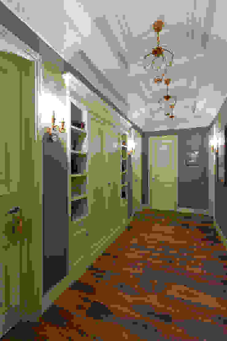 Квартира на набережной. Коридор, прихожая и лестница в классическом стиле от А-Дизайн Классический