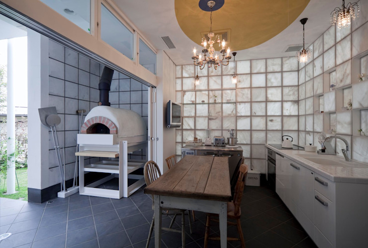 Eclectic style kitchen by 有限会社加々美明建築設計室 Eclectic